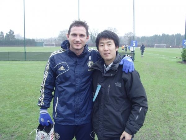 2013년 첼시 트레이닝 캠프 방문 당시 사진.