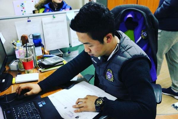 현장 업무 이외에도 사무실에서 많은 업무를 담당하고 있다.