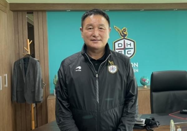 대전월드컵경기장 이사장실에서.